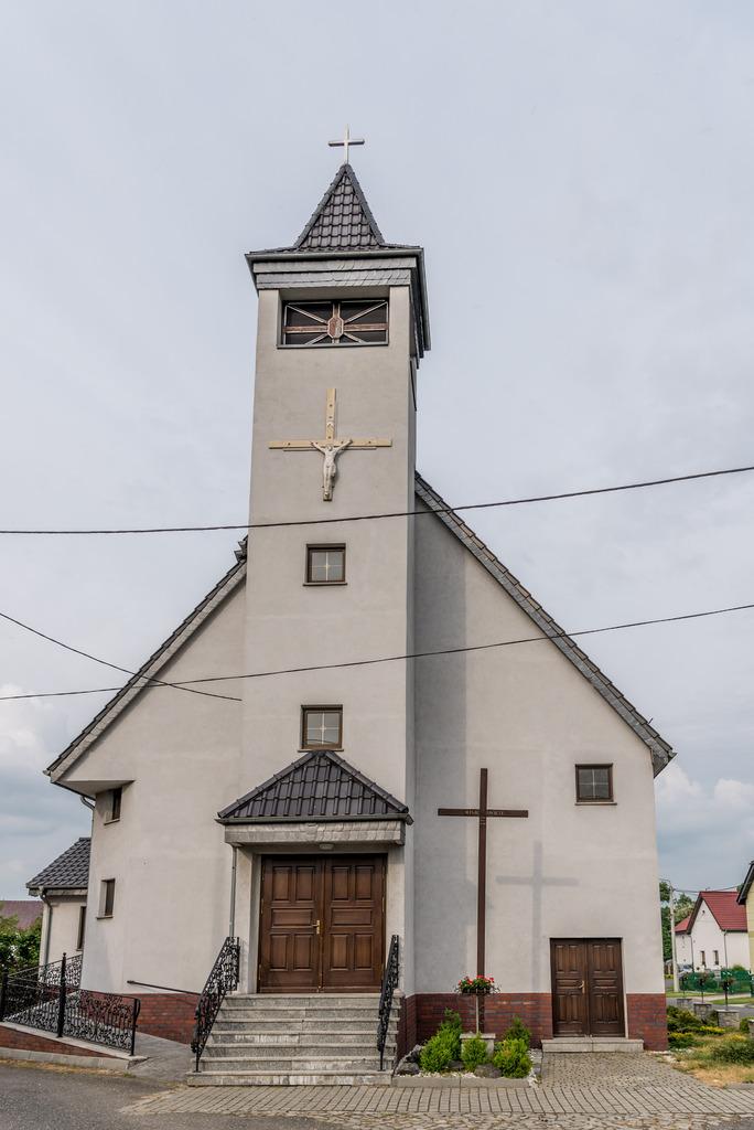 Kościół w Krobuszu.jpeg