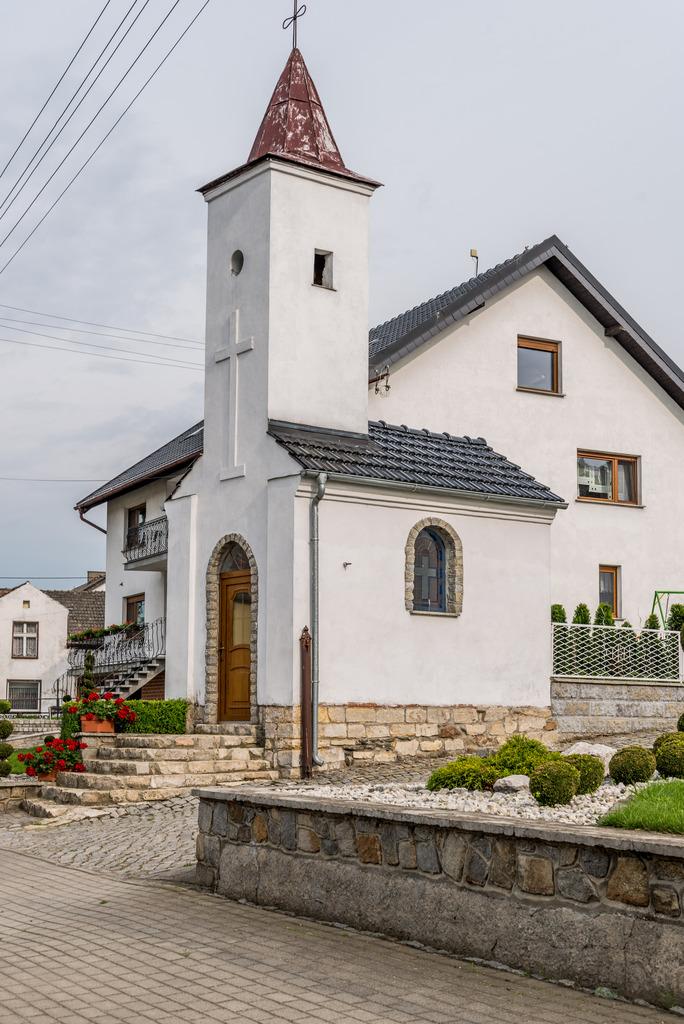 Kaplica w Rostkowicach.jpeg