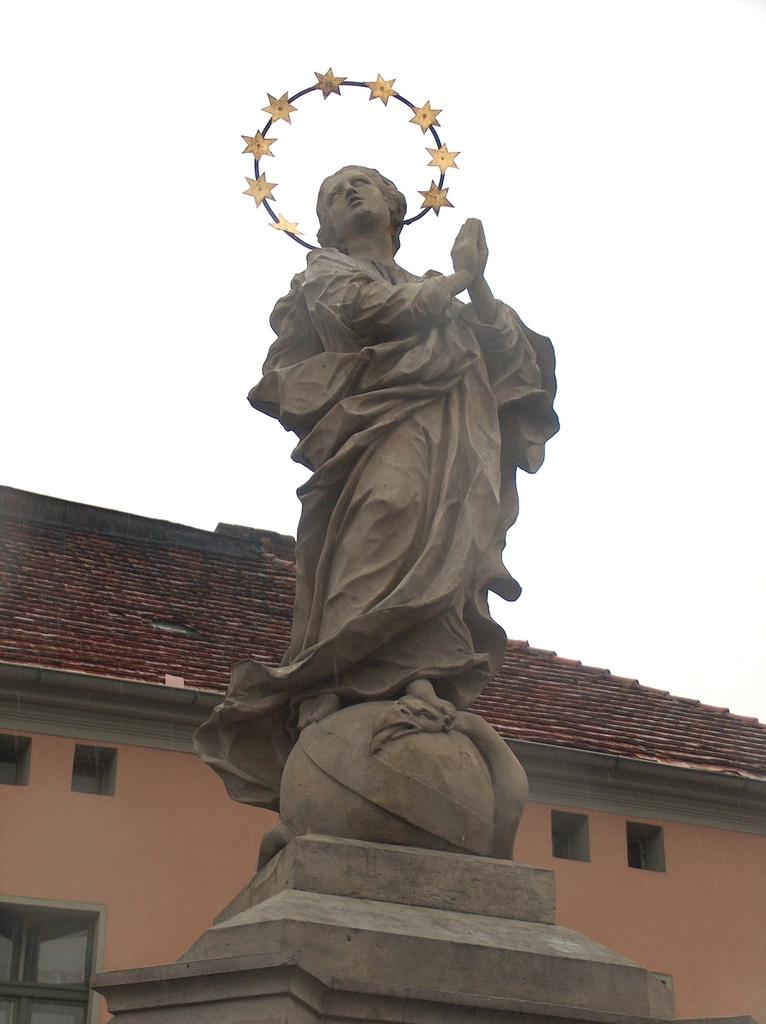 Pomnik NMP w Białej (1).jpeg