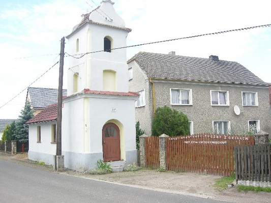 Kaplica w Chrzelicach.jpeg