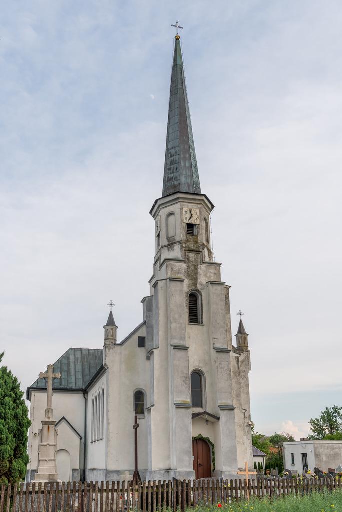 Kościół w Grabinie (01).jpeg
